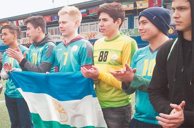 Открытие ежегодного чемпионата пофутболу среди национально-культурных объединений на стадионе «Сетунь Парк».