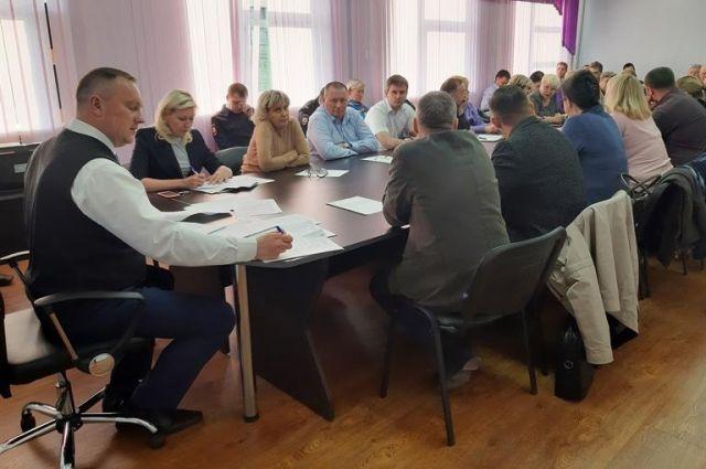 Игорь Титенков предложил бороться с замусоренностью частного сектора контейнерами и фотографиями.