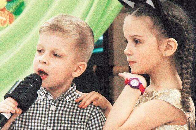 Тимофей и Лина Бусловы из вокальной студии Fusion исполняют «Лягушачий джаз».