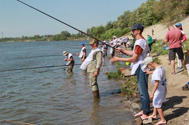 Конкурс рыбаков в Семикаракорском районе собрал около 300 участников.