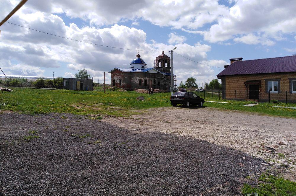 Возрождаемый храм дополняет композицию центральной площади села Клянчина.