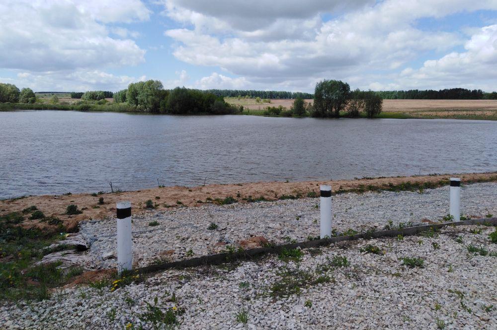 Обновленная плотина на реке Клянчейка, благодаря которой в селе есть пруд.