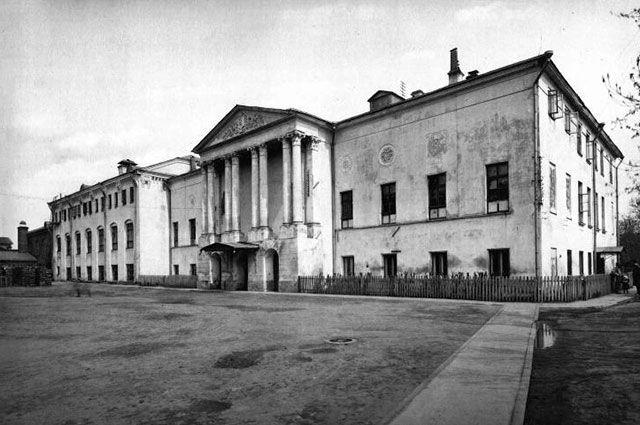 Здание Рукавишниковского приюта в 1913 году.