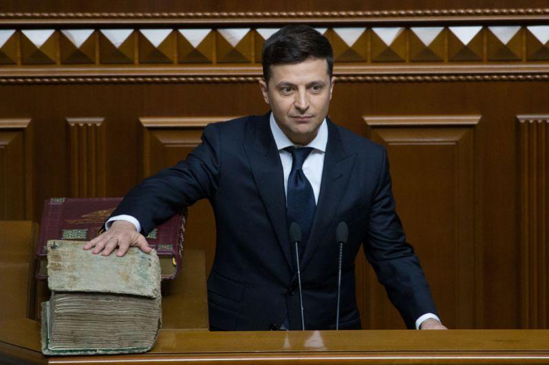 Владимир Зеленский на церемонии инаугурации в зале парламента в Киеве.