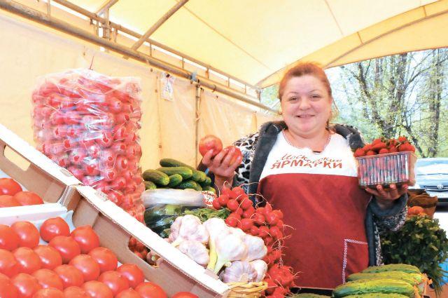Продукцию Ольги Крюковой, приезжающей изТамбовской области, внуковцы уже неплохо знают. Она приезжает врайон ежегодно.