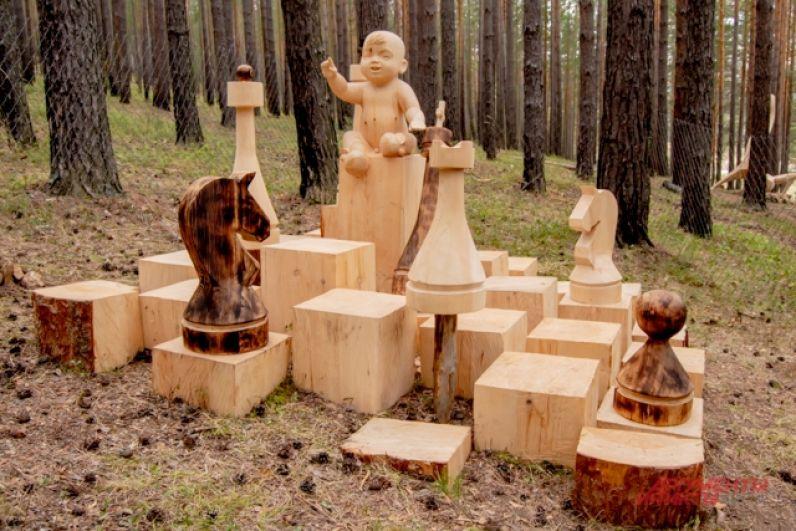 Все скульптуры после фестиваля остаются в Лукоморье