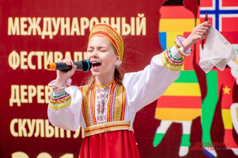 На закрытии выступали детские коллективы из гимназии №1 Ангарска