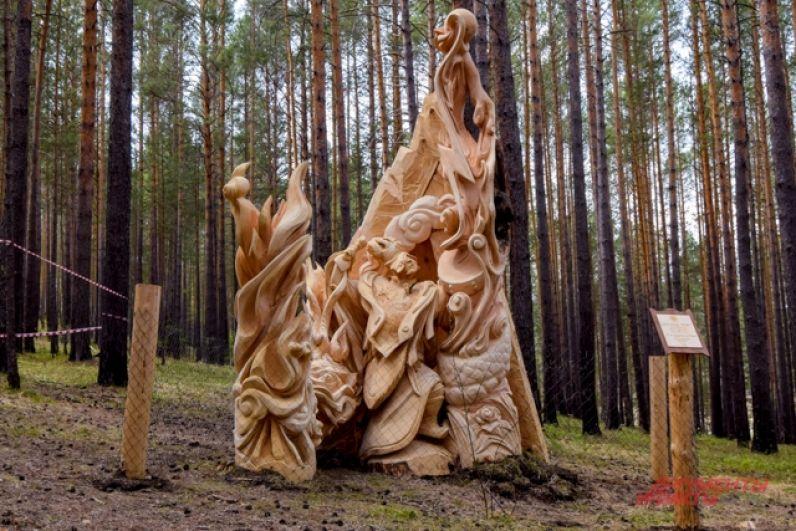 Сразу шесть четырёхметровых брёвен понадобилось скульпторам из Тывы для композиции «Легенда огня»