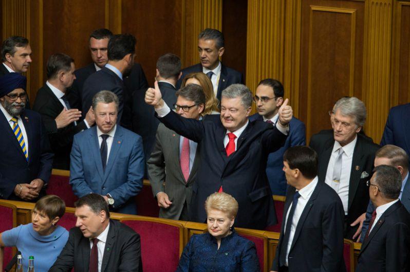 Петр Порошенко на церемонии инаугурации в зале парламента в Киеве.