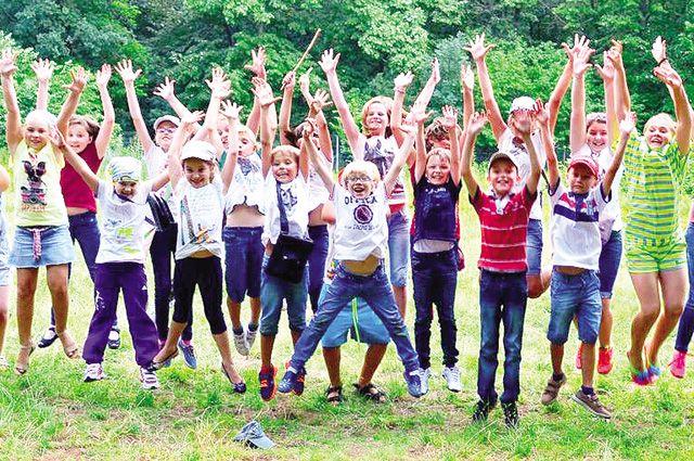 В школьном лагере ребёнок сможет не только отдохнуть,  но иполучить разнообразные дополнительные знания.