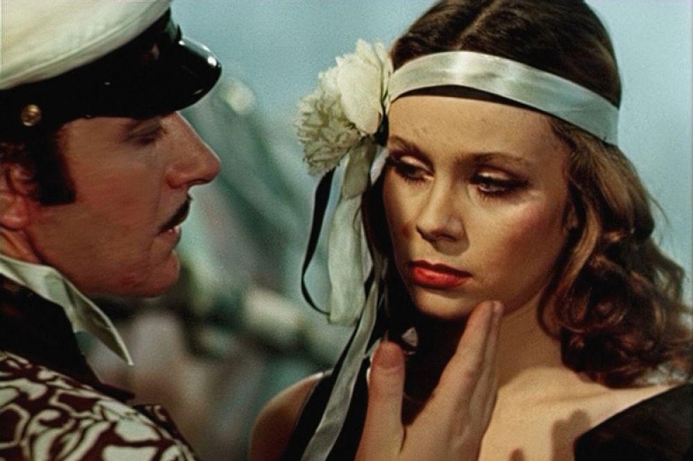 «Двенадцать стульев» (1976) — танцующая танго.