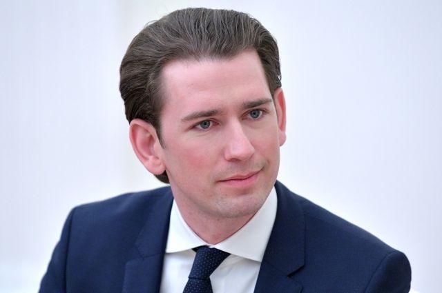 Канцлер Австрии выступил за отставку главы МВД