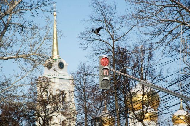В Омске приводят в порядок светофоры и дорожные знаки