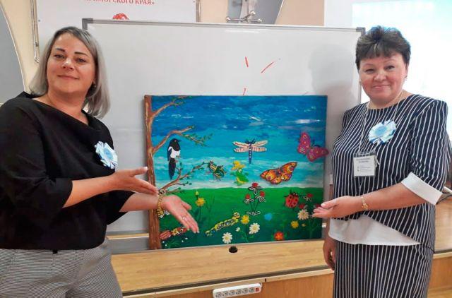 Роза Калиберова (справа) с коллегой нарисовали хорошее настроение