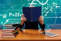 Несмотря на то, что родители знают о сложившейся ситуации и возмущены поведением педагога, к директору учебного заведения никто из них пока не обращался