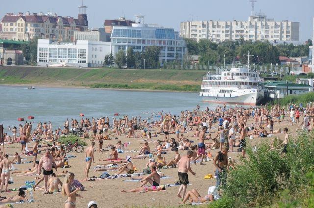 На омские пляжи завезут 500 тонн песка