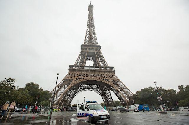 Мужчина, который залез на Эйфелеву башню, оказался выходцем из России