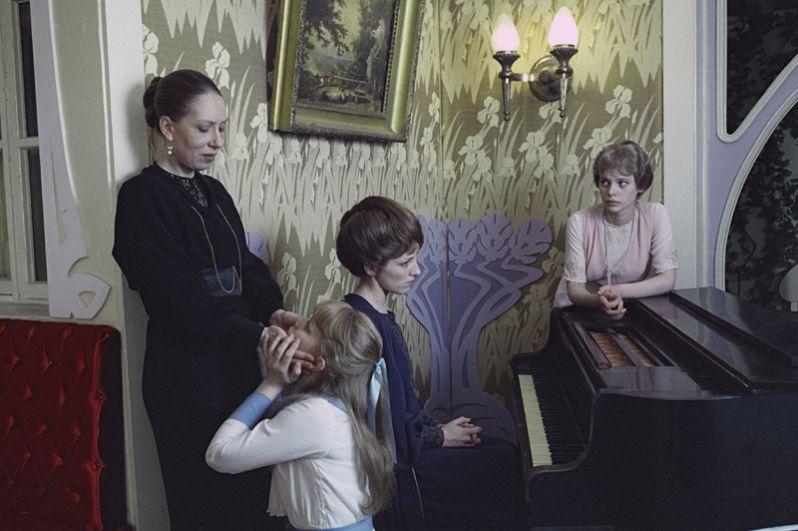В 1983 году поставил фильм «Васса» по пьесе Максима Горького,  за который получил Золотой приз Международного кинофестиваля в Москве.