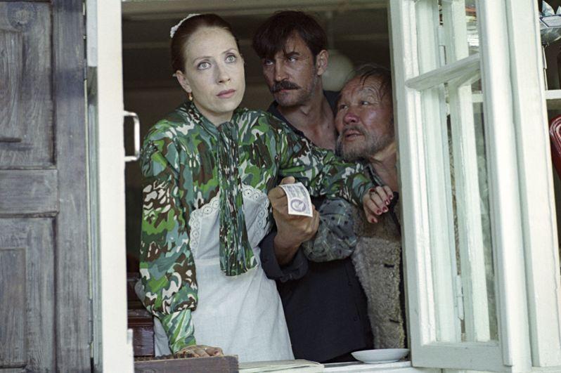 В 1981 году Панфилов экранизировал пьесу Вампилова «Прошлым летом в Чулимске», картина вышла в прокат под названием «Валентина».