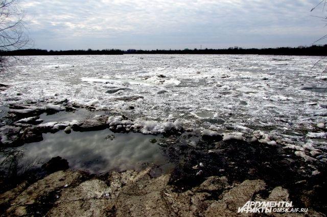 В районе переправы Салехард - Лабытнанги начался ледоход