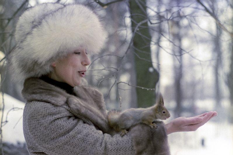 В 1977 году Панфилов перешёл на киностудию «Мосфильм», где снял фильм «Тема» (1979), который пролежал на полке до 1987 года из-за затронутой в нем темы эмиграции. Выйдя в международный прокат, лента получила главный приз Берлинского МКФ.