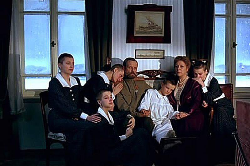 В 2000 году выпустил фильм «Романовы» о последних месяцах жизни царской семьи.