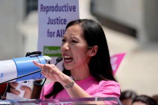 В США прошли марши против ограничения прав на аборты