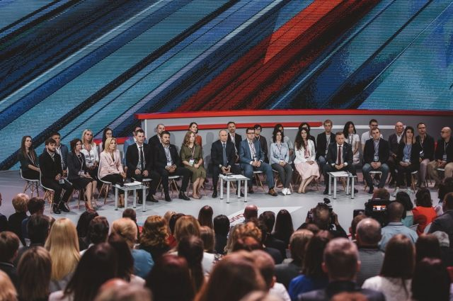 В пленарном заседании с главой государства приняли участие более 500 журналистов, членов ОНФ, чиновников.