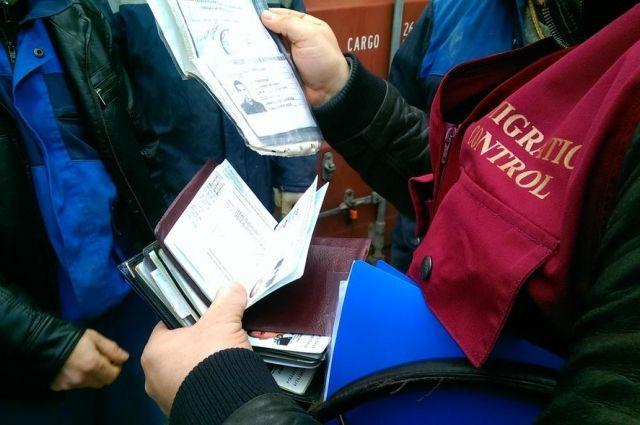Жительницу Омской области наказали на сто тысяч за иностранных граждан