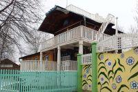 Здесь с 1932 по 1951 гг. жил русский поэт-футурист, один из первых русских авиаторов.