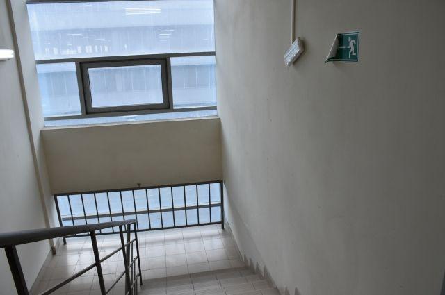 На кадрах видно, что посетители выходят через эвакуационные выходы.