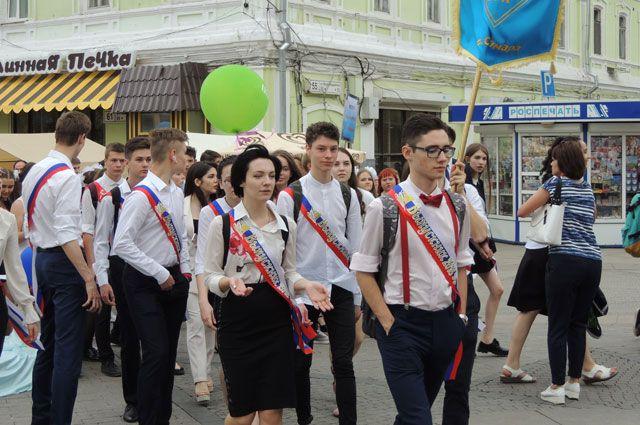 В ЯНАО школьники-выпускники отпразднуют окончание учебы