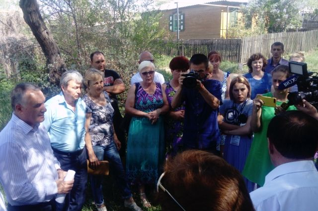 Жители поселка Москва требуют воду.