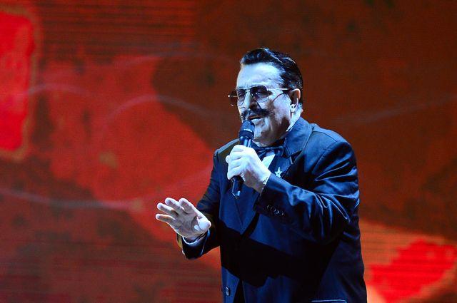 Известного русского певца госпитализировали в столицеРФ — Борется зажизнь