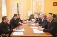 Министр спорта России Павел Колобков (на снимке - справа в центре) поставил высокую оценку губернатору Алексею Островскому за развитие спорта на Смоленщине.