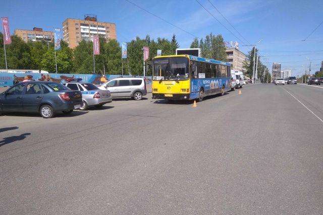 В Ижевске в результате ДТП с автобусом травмированы пять человек