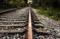 Трое подростков пострадали при падении с поезда