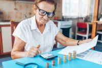 7трлн руб.запрошлый год получили российские пенсионеры— в10раз больше, чем российские олигархи.
