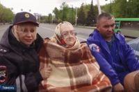 Ветерана Елену Ковязину провезли по улицам Тюмени в канун ее 101-летия