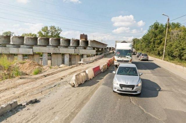 Злополучный путепровод на Троицком тракте ремонтируют уже десять лет, но никак не могут довести до ума.