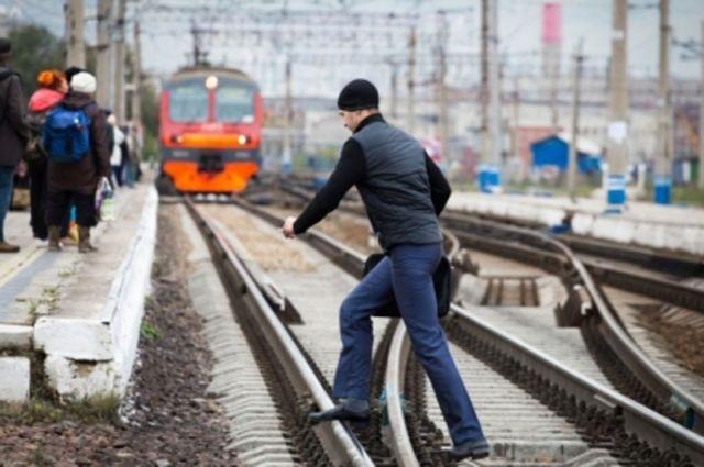 За неделю машинистам КЖД трижды удалось предотвратить наезд на пешеходов
