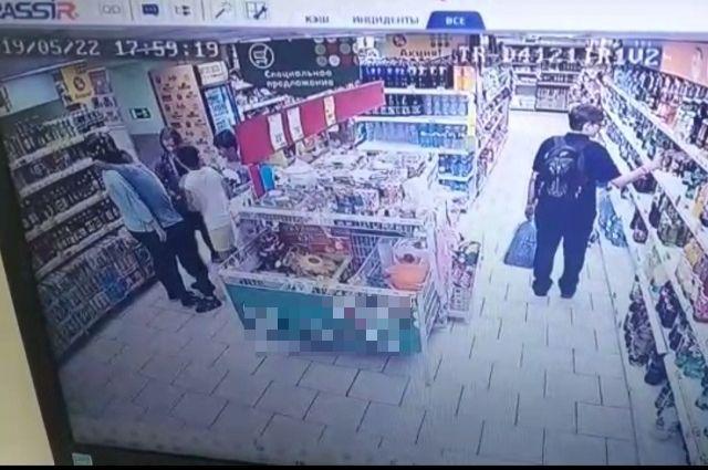 Скрин с записи камер видеонаблюдения.