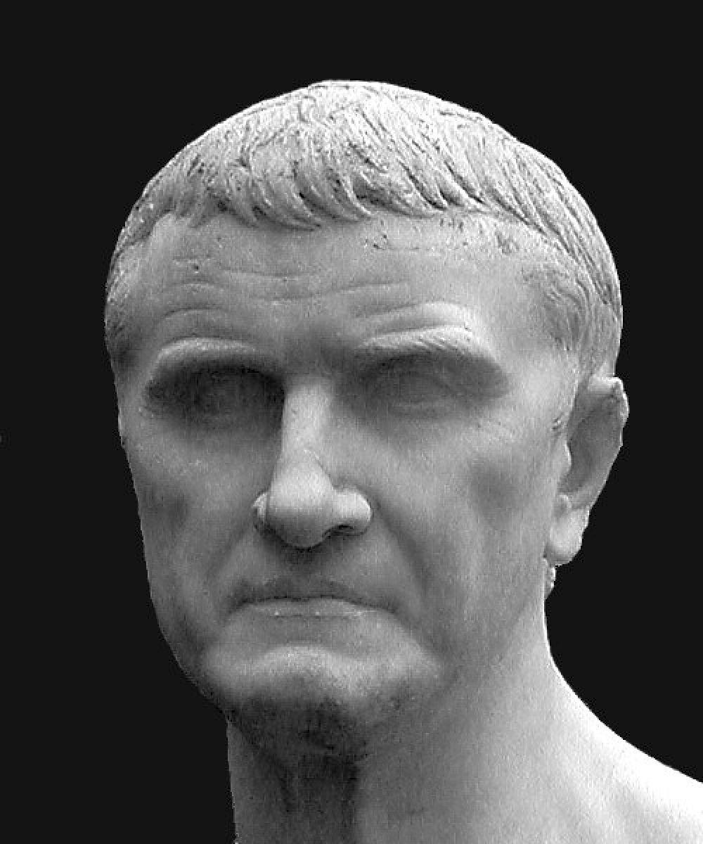 Состояние римского консула Марка Лициния Красса, подавившего восстание Спартака, равнялось бы 210 млрд долларов.