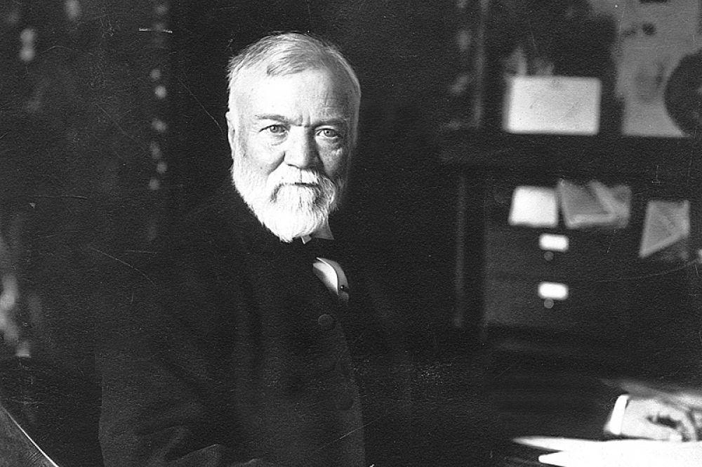 Сталепромышленник Эндрю Карнеги обладал бы 321 млрд долларов. Такое состояние ему обеспечила сделка по продаже своей сталелитейной корпорации за 480 млн долларов в 1901 году.