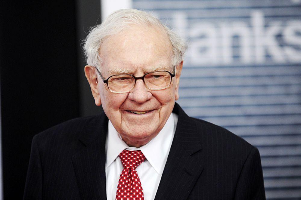 За ним следует председатель совета директоров Berkshire Hathaway Уоррен Баффет. Его состояние оценивается в 93 млрд долларов.