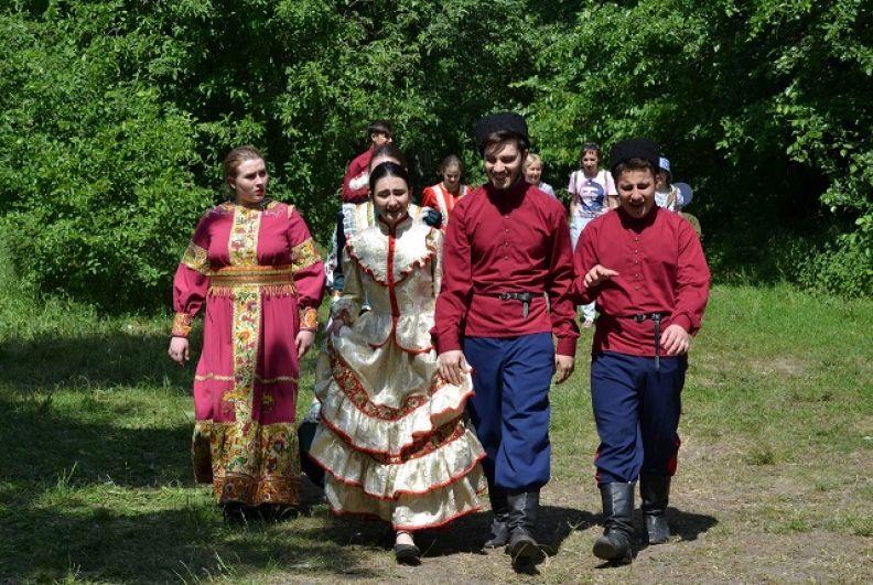 Очередные казачьи шермиции прошли 20 мая на территории Монастырского урочища, близ станицы Старочеркасской (откуда в 1637 году казаки отправились добывать Азов у турок) .