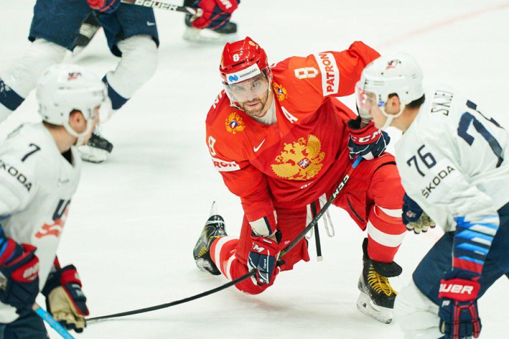 Хоккеист Александр Овечкин в четвертьфинальном матче против США чемпионата мира по хоккею в Братиславе, Словакия.