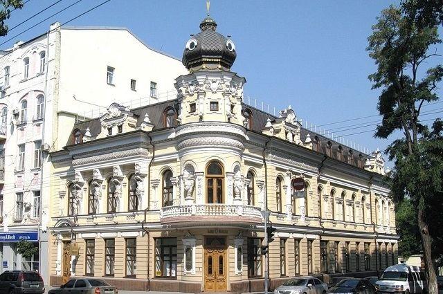 Красивый особняк на углу Большой Садовой и Халтуринского в Ростове окутан легендами.
