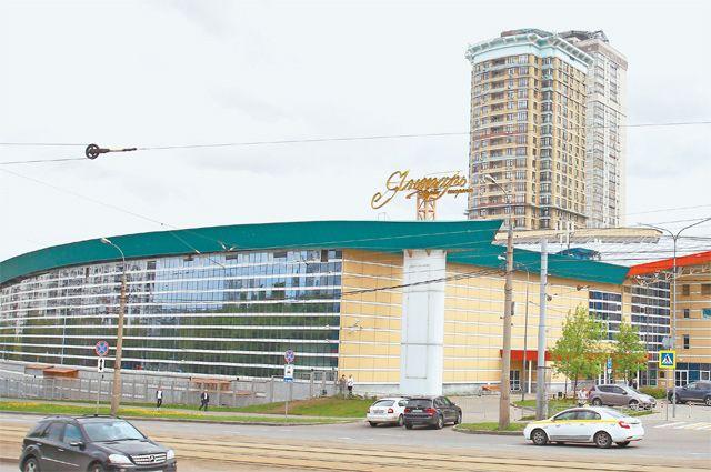 Территория вокруг «Янтаря» благоустроена и озеленена по программе «Мой район».