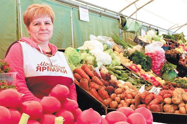 Через пару недель ассортимент станет ещё шире, из Черноземья привезут молодую картошку, первые грунтовые овощи.